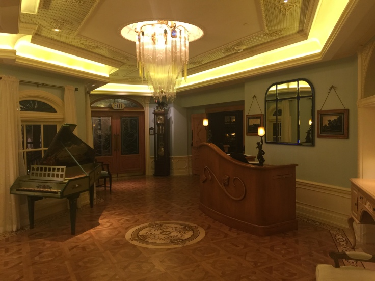 Club 33 Lobby area from other side.